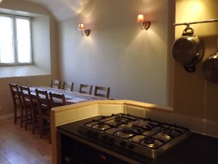 Charming House with secure bike garage and WiFi, in the heart of Bourg d'Oisan