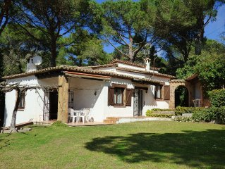Lovely detached Spanish style villa with private pool & large garden