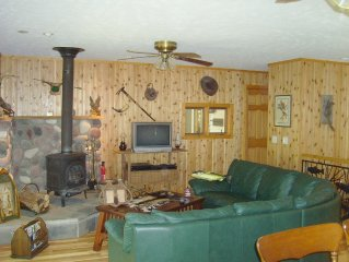 Cottage on Betsie River 4 miles from Crystal Mountain Resort, HOT TUB, Canoe