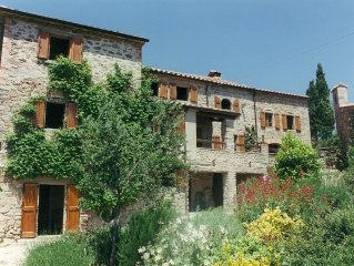 Vasciano - lovely old farmhouse, stunning views, Tuscany/Umbria border