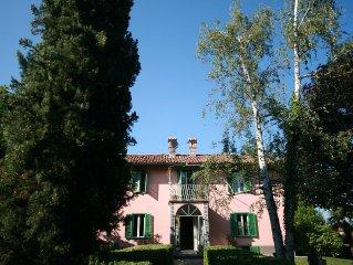 Villa in stile  Piemontese con giardino  e piscina centrale  ad UNESCO Heritage