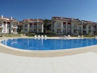 Fabulous 2 Bedroom Apartment In Nice Complex, With Beautiful Garden