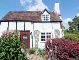 Chocolate-box pretty cottage, with Grade II Listing, in Shakespeare country