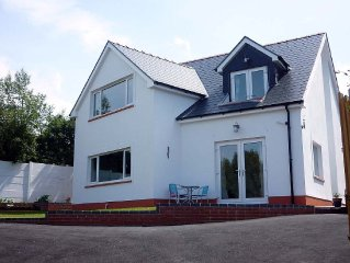 STUNNING HOUSE WITH SEA VIEWS IN ABERPORTH. 10 MINS FROM WALK BEACH