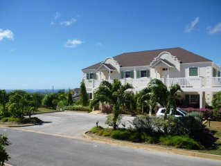 Vuemont Resort, Mount Brevitor holiday apartment with panoramic West Cost views