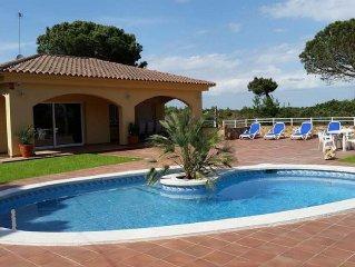Luxe,  geheel gerenoveerde villa met wifi & ned TV, zwembad 8 pers