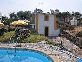 Pequeno monte no Alentejo, Castelo de Vide, com  piscina