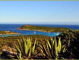 Maison atypique dans le maquis avec vue imprenable sur la baie de la Rondinara
