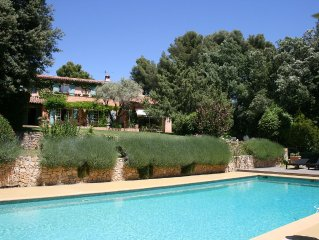 Provencal farmhouse 9 km from the sea