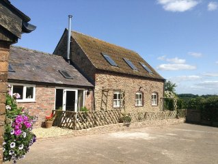 Harry,s House barn conversion,3 en- suite bed and contemporary woodburner, views