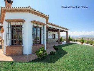 Casa con jardin, piscina, Aire Acondicionado, WIFI, hermosas vistas.