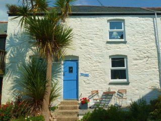 Bright & Cosy Character Cottage just 300m from the Beach, Harbour & Resturants.