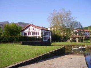 Grande maison de caractère avec jardin