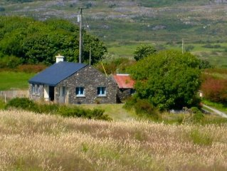 Peaceful rural cottage on small farm near beaches, villages and towns