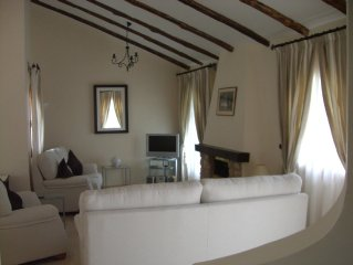 Modern A/C Villa, Free Wifi, Within Walking Distance of Club Facilities