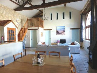 Spacious Renovated Barn, Sleeps Up To 8. Secluded Garden. Private Swimming Pool