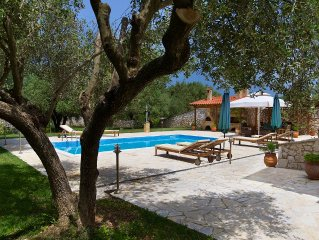 Exquisite Villa With Private Pool, BBQ, Wooden Stove, Lovely Countryside Views