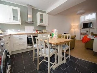 beautiful fishermans cottage located next to 3 gorgeous beaches and the town