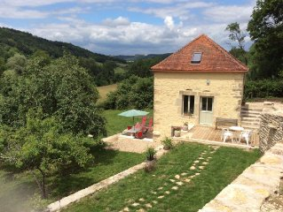 Charmingly restored 3* cottage in medieval village of Flavigny sur Ozerain