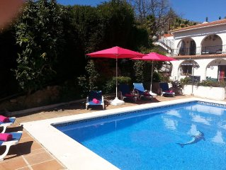 Beautiful private 4 bed/4 bath Villa heated pool . Free wifi