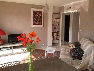 Beau 2 pièces 55 m2, entièrement refait, calme, avec terrasse, proximité plages