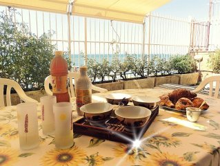 Lovely apartment with terrace on the sea and a private beach access