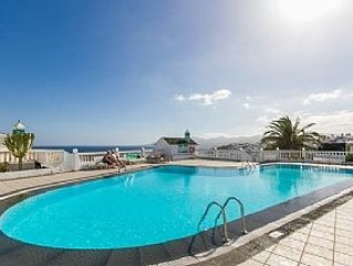 Spacious Apartment With Pool And Sea View