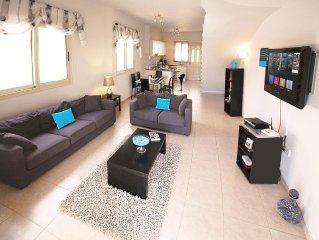 Stunning Villa / Town House - with Air Con, Pool & Private Garden