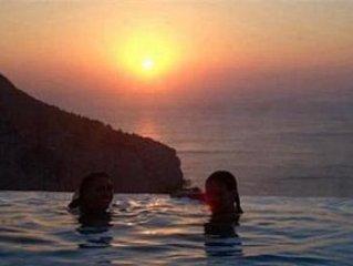 7 bedrooms, ensuite bathrooms with infinity pool - best views of Ibiza