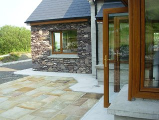 5* holiday home overlooking Lough Currane. Free Wifi Near Hogs Head Golf Course