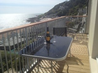 Beautiful modern 3 bedroom penthouse, a stone's throw from the beach.