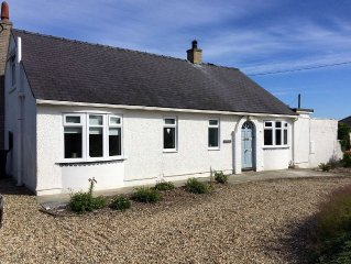 Beautiful 4 Bedroom Detached Bungalow. Short Walk to Beach and Villiage