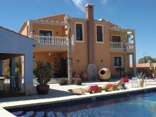 La Marina Luxury Villa sleeps 8/10 people, Private Pool 20 min south of Alicante
