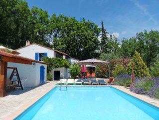 Gezellige en ruime woning in bosrijk domein. Zwembad. Ideaal voor twee families.