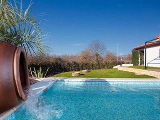 Beautiful Villa With Heated Pool Near Porec And Sea