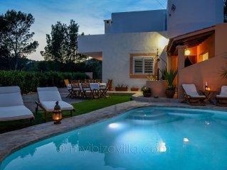 An Ibicencan Villa nearby 2 beaches, with a harmonious *******m2 Garden of Eden