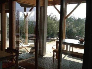 Maison bio-climatique, vue et tranquillité exceptionnels, à 1,3 km de la rivière