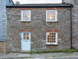 Old Fisherman's Cottage with Sun Deck Offering Sea Views of St Mawes Harbour
