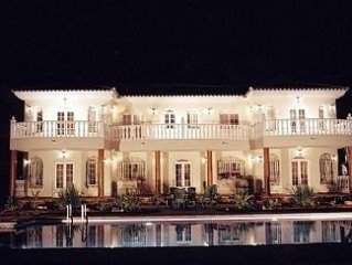 Huge family property. Private tennis court & huge pool.
