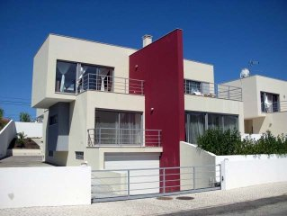 Spacious Modern Villa with Pool in Great Location On Silver Coast