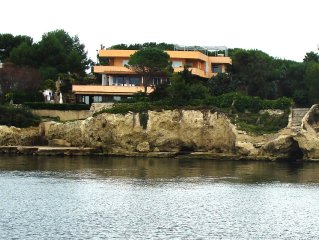 design house on the sea with great views of the Bay of Syracuse