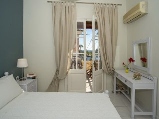 Stunning views to picturesque Port, 2 bedrooms, 6 people, FREE WIFI