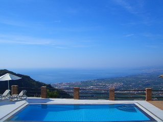 Villa in peaceful location. Private pool. Breathtaking views of sea and Mt Etna