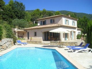 Beautiful villa with pool & panoramic views, walking distance to village