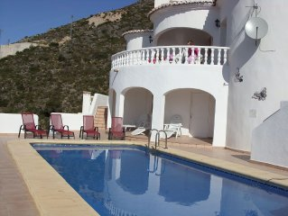 4 Bed Southfacing Villa w/Private Heated Pool & Stunning Mountain Views