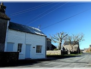 2 Bedroom Cottage, Pets Welcome, Quiet Location, Wi-fi, Woodburner, Freeview