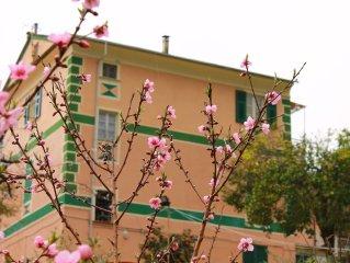 Appartamento signorile con giardino e posteggio privato a 800 metri dal mare
