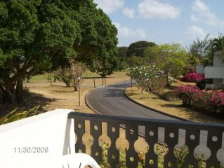 Studio Flat to sleep 3 in Barbados.  Balcony and views over golf course.