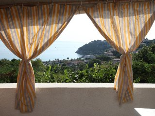 Appartamento in Villa Trifamiliare  con Ampio Balcone Vista Mare ' OPUNTIA '