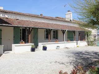 Large family and pet friendly farmhouse with substantial grounds & swimming pool